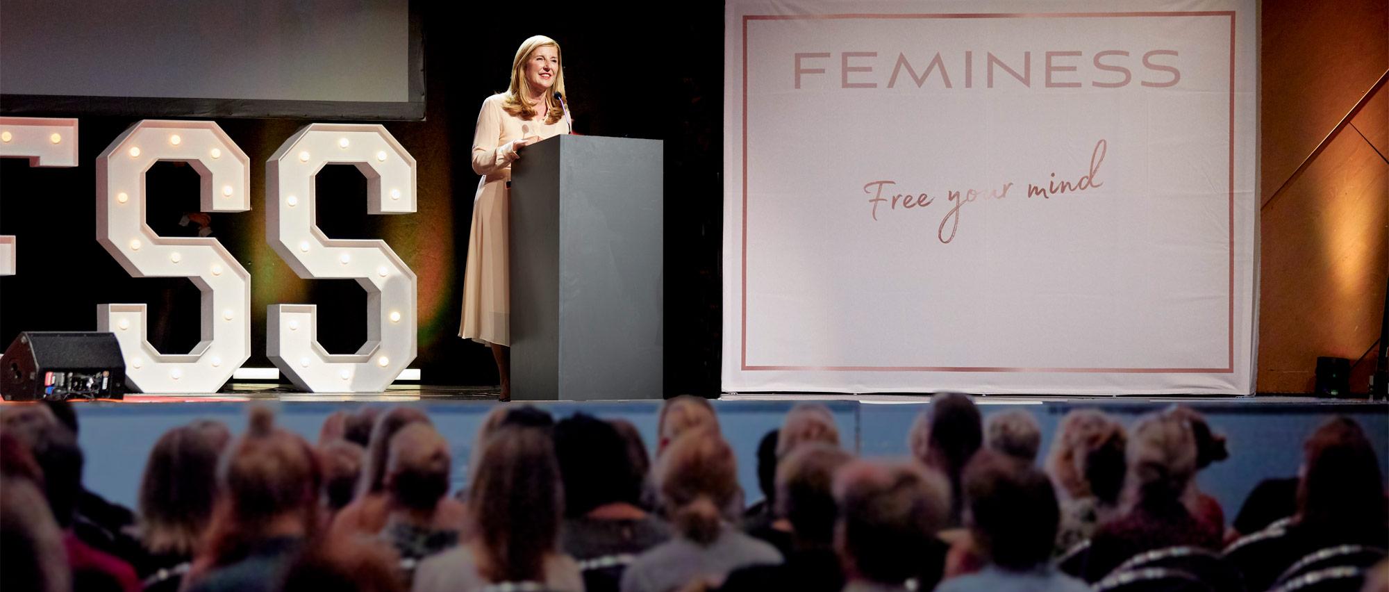Nelly Kostadinova spricht vor fünfhundert Zuhörern