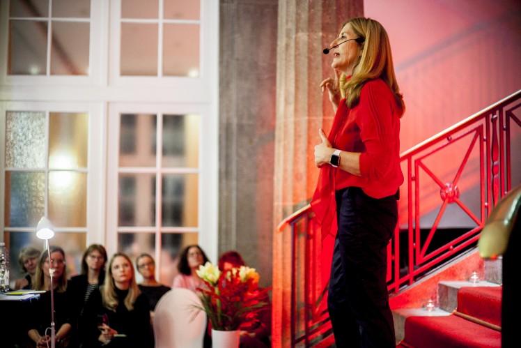Nelly Kostadinova mit Publikum bei Frauen.Wissen.Wirtschaft