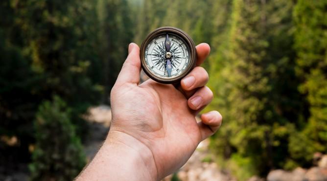 Titelbild zu »Meine 52 besten Tipps für dein starkes Unternehmen 2021 – Tipp 4: Setze dir greifbare Meilensteine für dein Unternehmensziel 2021!«