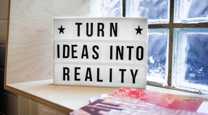 Titelbild zu »Meine 52 besten Tipps für dein starkes Unternehmen 2021 – Tipp 3: Von der Vision zur Umsetzung: Denke groß!«