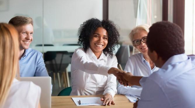 Titelbild zu »Meine 52 besten Tipps für dein starkes Unternehmen 2021 – Tipp 7: Wie verkaufst du dich? FÜHRE dein Verkaufsgespräch und stelle die richtige Abschlussfrage!«