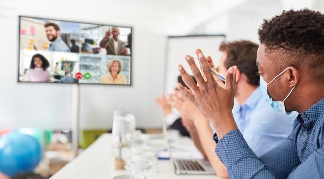 Titelbild zu »Meine 52 besten Tipps für dein starkes Unternehmen 2021 – Tipp 11: Interne Kommunikation – So informierst und motivierst du dein Team in der Krise!«