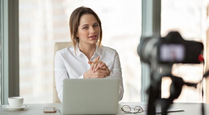 Titelbild zu »Meine 52 besten Tipps für dein starkes Unternehmen 2021 – Tipp 9: Sichtbarkeit erhöhen: Erzähl deine Business Story!«