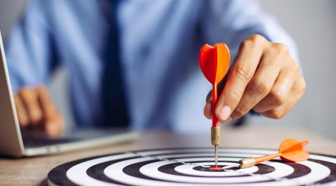 Titelbild zu »Meine 52 besten Tipps für dein starkes Unternehmen 2021 – Tipp 18: Fokussiert führen – meine Tipps gegen ein Verzetteln!«