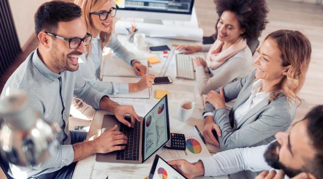 Titelbild zu »Meine 52 besten Tipps für dein starkes Unternehmen 2021 – Tipp 28: SIE oder DU im Unternehmen? Hauptsache, die Anrede beruht auf Gegenseitigkeit!«