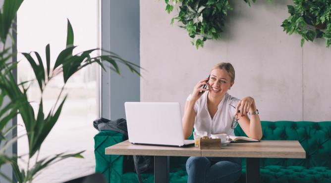 Titelbild zu »Meine 52 besten Tipps für dein starkes Unternehmen 2021 – Tipp 35: So führst du mobil!«
