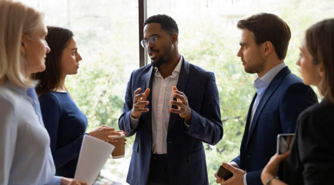 Titelbild zu »Meine 52 besten Tipps für dein starkes Unternehmen 2021 – Tipp 37: Emotional führen!«